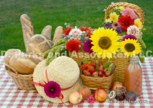 2853-Dahlia-Sunflower-Strawberry-Baskets-Straw Hat-on Picnic Table