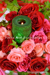 5186-Red and Pink Roses and Green Candle in Christmas
